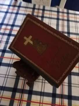 Vendo biblia antigua y soporte