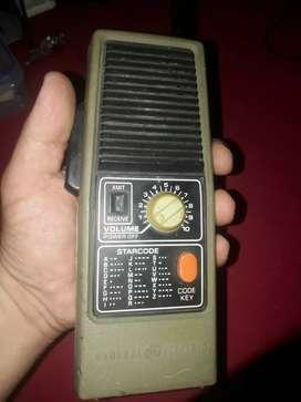 Antiguedad radio portatil antiguo solo 1