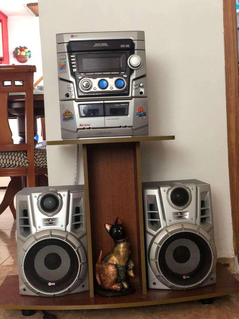 Se vende equipo de sonido marca LG 0