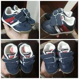 Se vende zapatos de niños