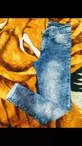 Jeans marca TUCCI elastizado talle 36-38 chupín