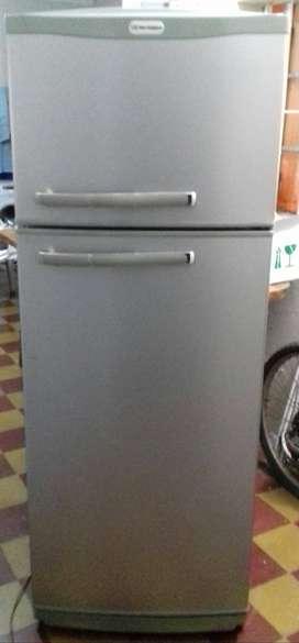 Heladera Con freezer casi nueva...Vendo!!!