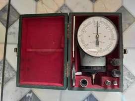 Tacometro vintage mecánico Herman H. Sticht modelo 303.