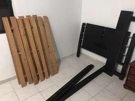 Cama sencilla de madera con sus tablas