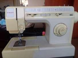 Se vende máquina de coser Singer en perfecto estado