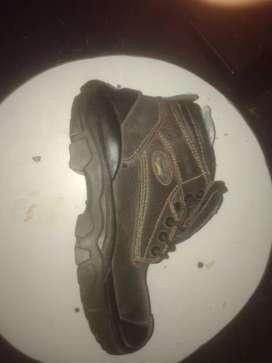 Zapatos de seguridad nuevo