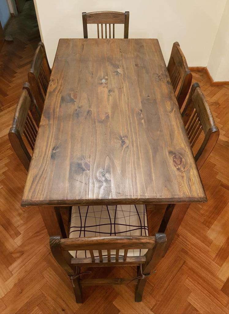 Mesa de pino con 6 sillas 0
