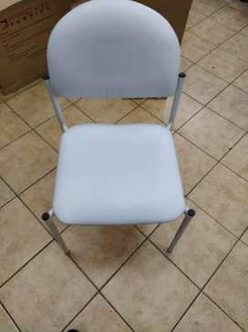 silla blanca metálica