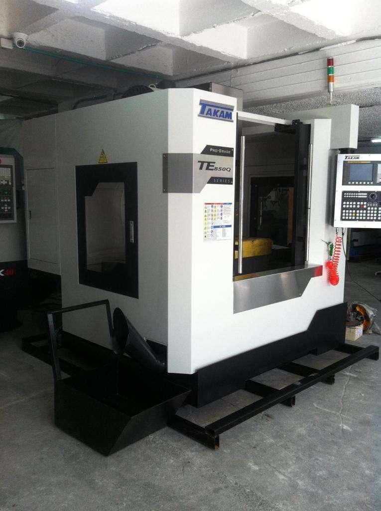 Centro de Mecanizado, 24 Herramientas, Recorridos X850, Y550 y Z550 mm, Control Fanuc, Mesa de 1000x550 mm 0