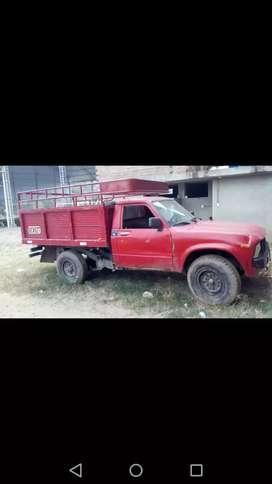 Vendo camioneta toyota stout muy buenas condiciones llantas nuevas baranda