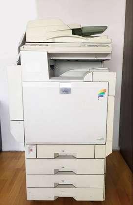 Ricoh Aficio 3228c Impresora color/ Copiadora/scaner/laser