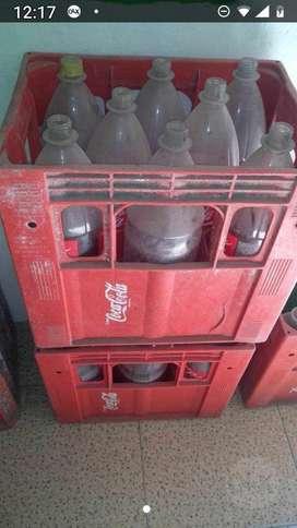 Cajon con Envases de Coca Y Cervesa