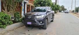 Camioneta como nueva Toyota hi lux, 2016 sr