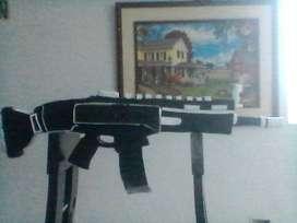 vendo armas de fuego tamaño real para decoración echo con foami corrospum etc