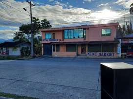 Se vende una casa y local comercial en Archidona vía Quito casa con locales comerciales en la via