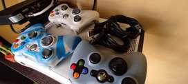 Xbox 360 con 3 controles
