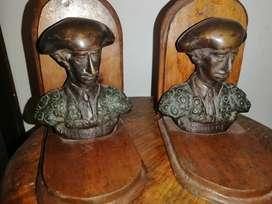 Trancalibros escultura manolete en bronce
