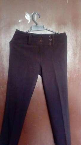 hermoso pantalon elegante semiusado a solo 15000