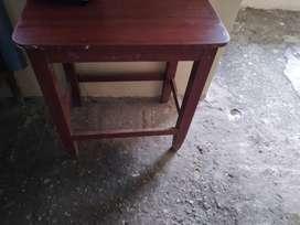 Vendo mesas  madera  buena de 50*70