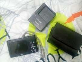 Camara pànasonic Lumix , cargador y estuche mas memoria