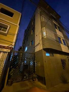 Se vende casa de 4 pisos mas terraza en la Victoria
