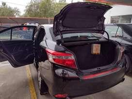 Toyota Yaris negro
