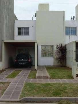 Alquilo duplex en Nuevo Poeta Lugones. 3 dormitorios.