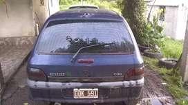 Reault clio dueesel modelo 2000 . Levanta cristales y llantas.