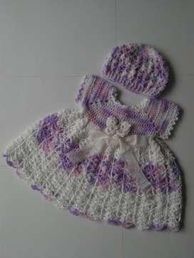 Bella ropa para bebé tejida a mano