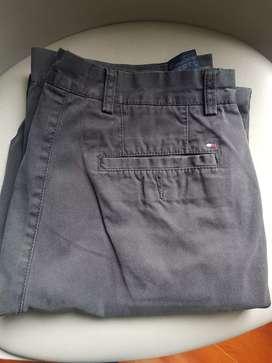 Pantalón Tommy Hilfiger Original, talla 32/34 segunda mano  Urbanización Valbella