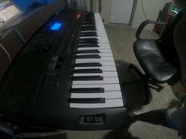 teclado yamaha psr e453 con pedestal/negociable