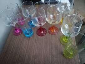 Vasos de vidrio y Copas De colores