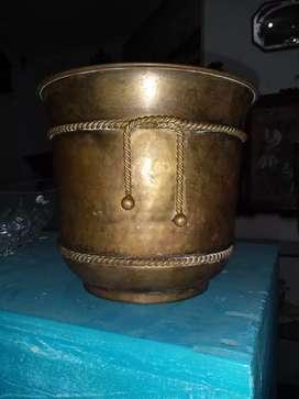 Potera en bronce antigua