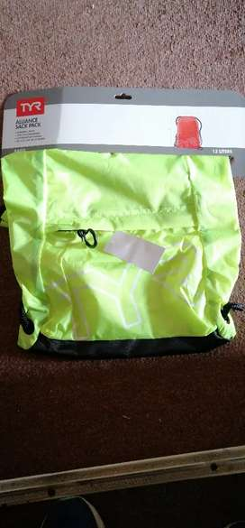 Bolso TYR color neon