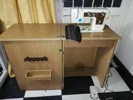 Maquina de coser JANOME con mueble en estado