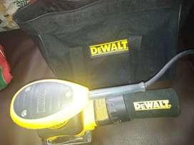 Lijadora de lámina  DEWALT, 2.4 amp, orbital 1/4, con bolsa de tela para polvo