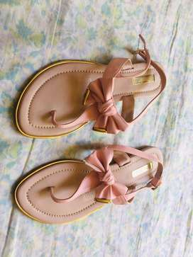 Vendo sandalias nuevas marca bata talla 38