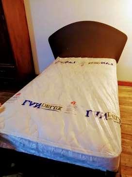 Por motivo de viaje remato cama con colchón de 1 plaza 1/2