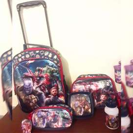 Mochila the avengers! Lonchera y cartuchera de regalo