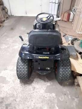 Tractor corta pasto