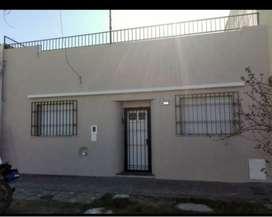 Vendo casa con 3 habitaciones a metros de las 4 plazas