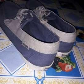 Vendo zapatilla zapatos N 43 sin detalle zona oeste
