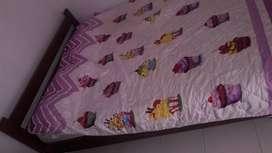 Linda cama con colchón