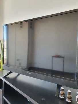 Tv led hd 32 pulgadas usado como nuevo hitachi con control ( no es smart)