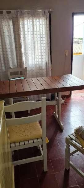 Mesa de madera con juego de 6 sillas