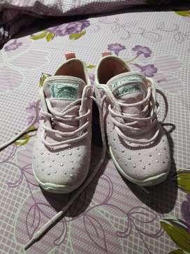 Vendo zapatillas jaguar muy poco uso numero 30