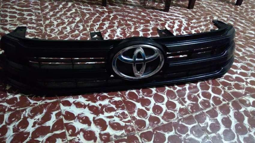Parrilla delantera de Toyota Hilux 0