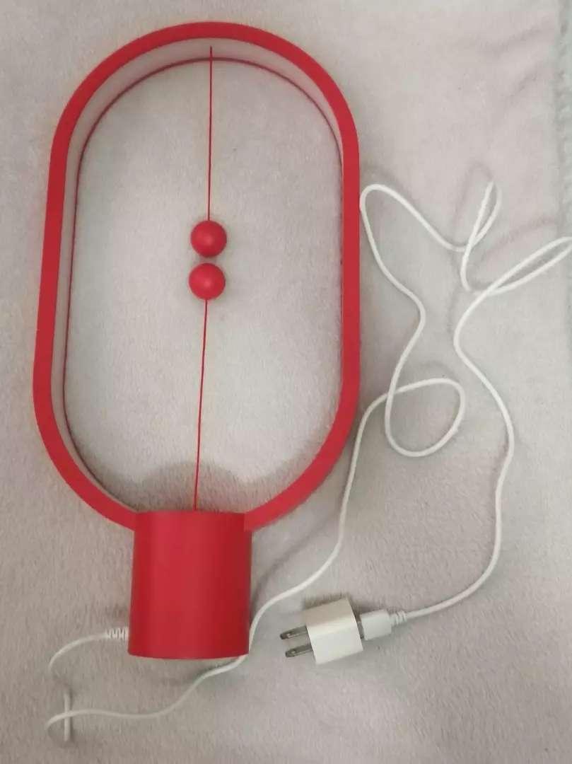 Lámpara Heng balance usb plastico roja