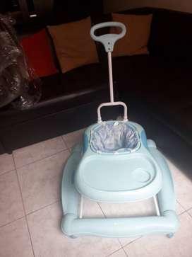 Venta en bogota, caminador marca baby,coche maxi baby y silla mecedora para carro marca summer antigüedad 2 años
