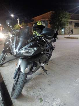 Yamaha R15 excelente estado negra